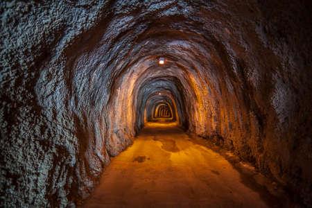 tunel: fragmento de un túnel subterráneo