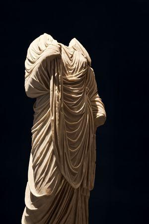 spqr: Una statua in marmo romana fede dai secolo D.C.