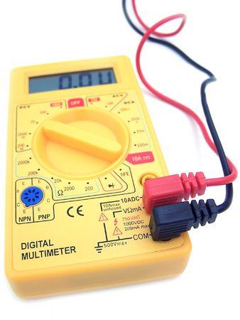 test probe: Un tester giallo con le sonde corrispondenti