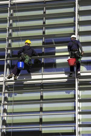 abseilen: Arbeiter Abseilen Ein Firmengeb�ude