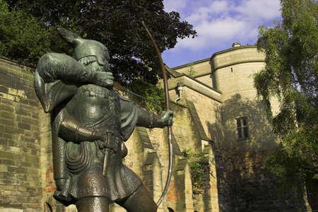 robin hood: Statue of Robin Hood, Nottingham Castle, Nottingham, England, U.K.
