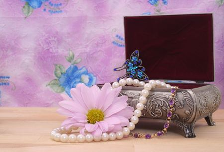 Vintage Jewelry Box With Pearl Necklace and Flower Stock Photo - 2283348