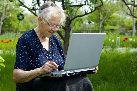 Mujeres en computadora