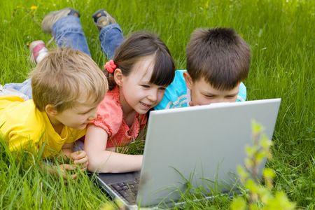 niños en computadora Foto de archivo - 668534