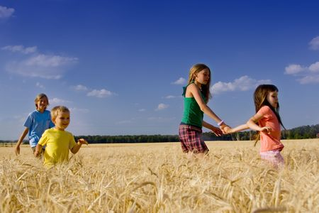 Niños felices en cereal Foto de archivo - 720849