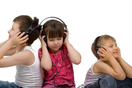 Tres ni�os escuchar m�sica