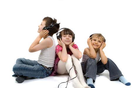 duymak: Children Listening To Music Stok Fotoğraf