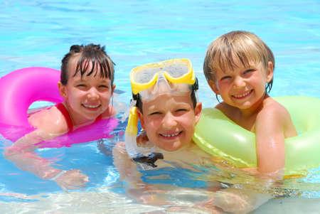 niños en piscina Foto de archivo - 1201691
