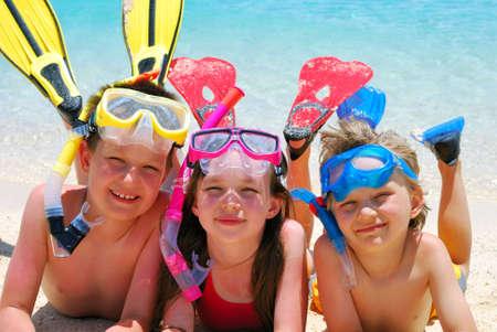 ni�os nadando: Cabritos De Snorkeling