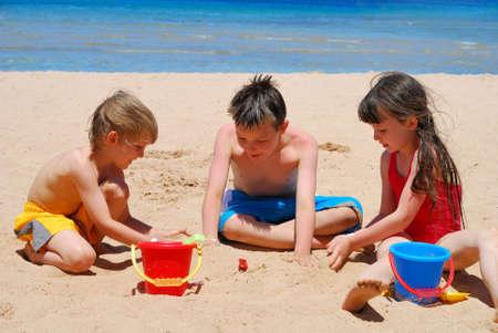 meisje zwemmen: spelende kinderen Stockfoto