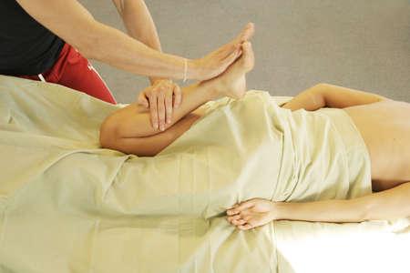 massage jambe: Massoth�rapeute en massage des jambes
