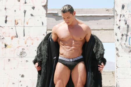 bontjas: Sexy man in bontjas