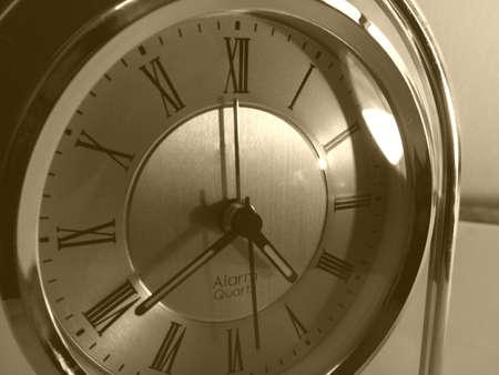 mantel: Vecchio stile romano numerale orologio macro.
