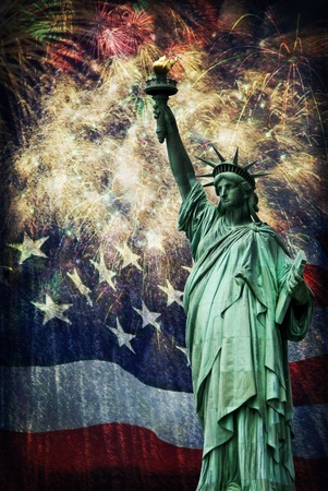 Composite photo of the statue of Liberty with a flag and fireworks in the background  Given a grunge overlay for a nice aged effect   Nice patriotic image for Independence Day, Memorial Day, Veterans Day and Presidents Day Stock Photo - 20823322