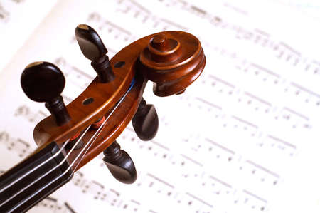 virtuoso: violine head close-up over music notes