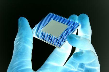 wijzigen: Dit is een afbeelding van een hand houden van een microprocessor.