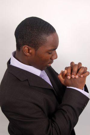 hombre orando: Esta es una imagen de un hombre de rodillas orando