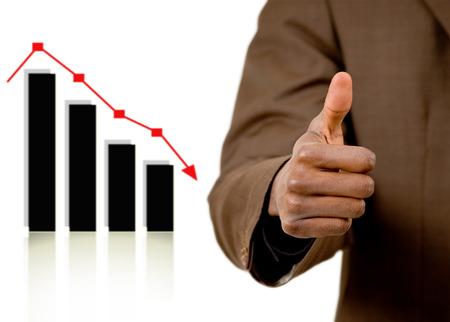 """stock predictions: Questa � l'immagine di un business che rappresenta invece una """"previsione accurata."""" Questo � indicata dal gesto ok e il calo del grafico."""