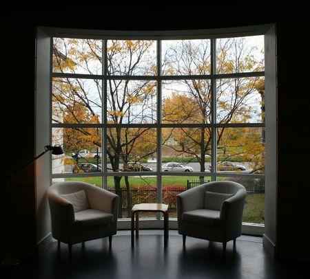 Autunno attraverso la finestra (misura della finestra)