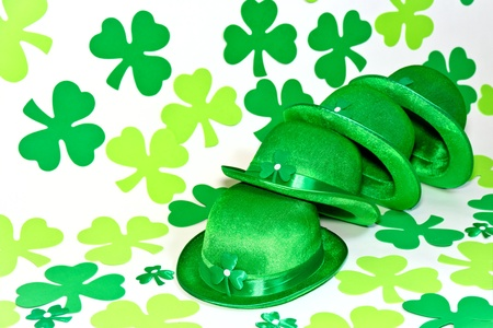 Clover and Irish hat for St Patrick day. Stock Photo - 17570181