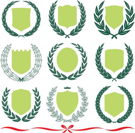 escudo militar: Dise�os de insignia establecer ? escudos, coronas de laurel y cintas. Ilustraciones de vectores aislados sobre fondo blanco