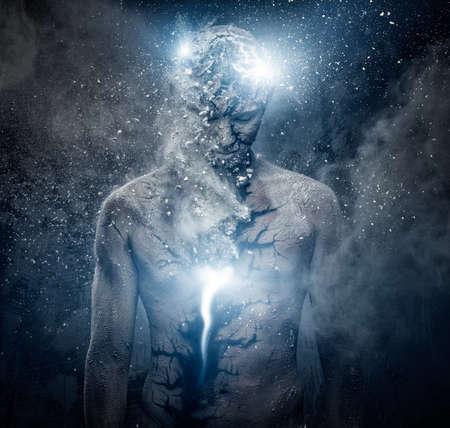 mind body soul: Uomo con la body art concettuale spirituale