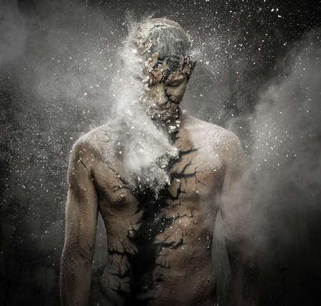 schöpfung: Mann mit konzeptionellen spirituelle Kunst am Körper