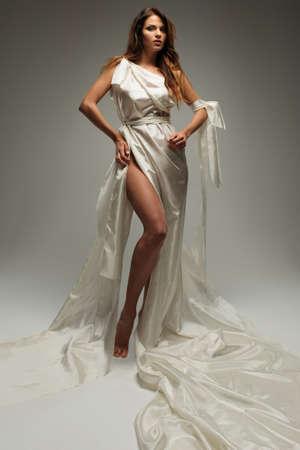 고대: 흰색 튜닉 고대 그리스어 스타일 여자