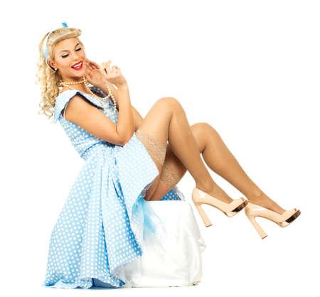 pin up vintage: Sexy pin up stile coquette bionda giovane donna in abito blu