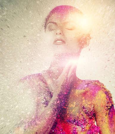 body paint: Fragilidad de un arte del cuerpo conceptual criatura humana en una mujer