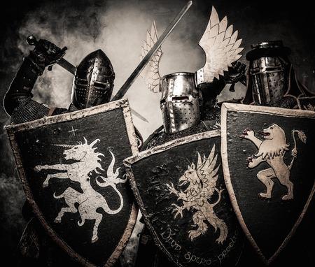 rycerz: Trzy średniowieczne rycerstwo w dymie