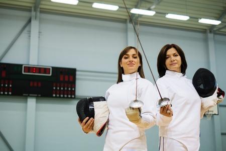 esgrimista: Esgrimista Mujer joven y su entrenador