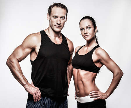 hombre fuerte: Pareja con hermosos cuerpos atl�ticos Foto de archivo