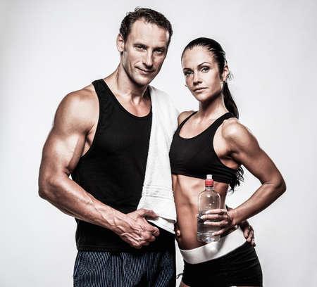 pareja saludable: Atl�tico pareja despu�s del ejercicio f�sico Foto de archivo