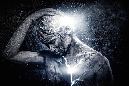 psiquico: Hombre con el arte del cuerpo espiritual conceptual