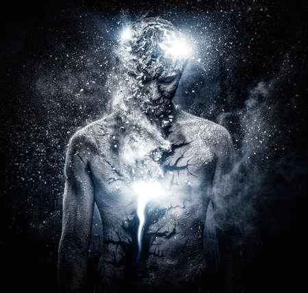 psychic: Hombre con el arte del cuerpo espiritual conceptual