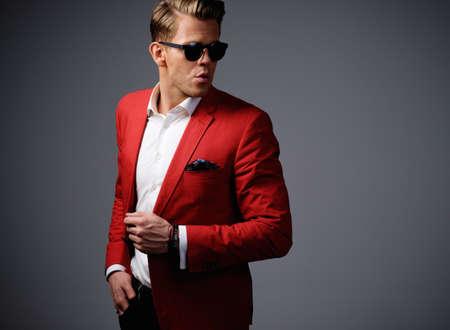 jacket: Hombre con estilo en chaqueta roja Foto de archivo