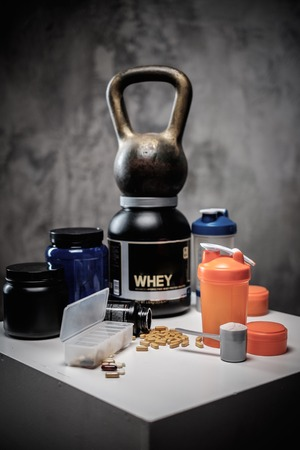 casein: Bodybuilding nutrition supplements and chemistry Stock Photo