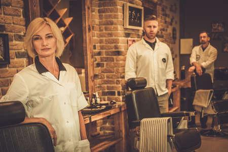 peluquero: Trabajadores de peluquer�a en sus lugares de trabajo