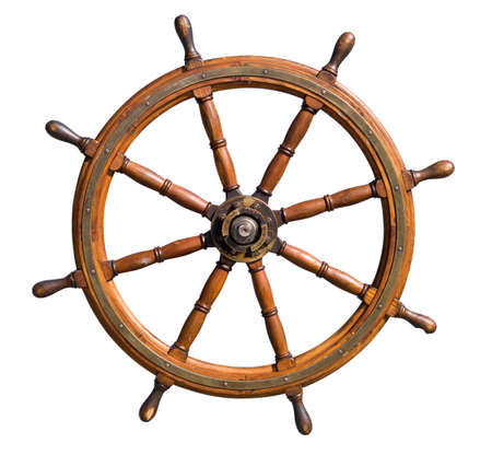 timone: Vecchia rotella di direzione seasoned della barca isolata su priorit� bassa bianca. Utile per direzione ed i concetti abili dellamministrazione. Archivio Fotografico