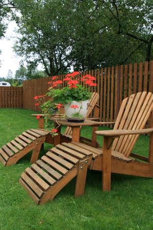 patio furniture: Patio mobili su prato verde