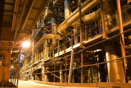 turbina de vapor: Tubos, maquinaria y turbina de vapor en una central el�ctrica