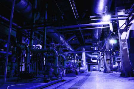 compresor: surtido de diferentes tama�o y forma de las tuber�as en una planta de energ�a
