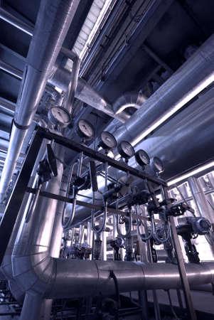 turbina de vapor: Tubos dentro de planta de energ�a