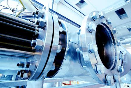 siderurgia: Tuber�as de acero de la zona industrial, en tonos de azules