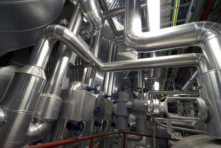 industriale: Zona industriale, tubazioni in acciaio, valvole e scale Archivio Fotografico