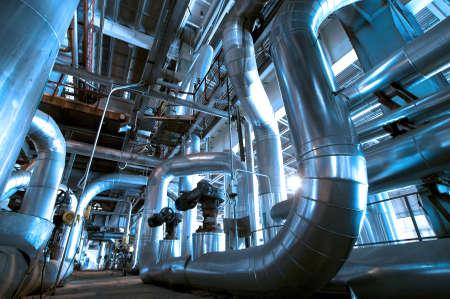 siderurgia: Zona industrial, tuberías de acero y cables en tonos azules