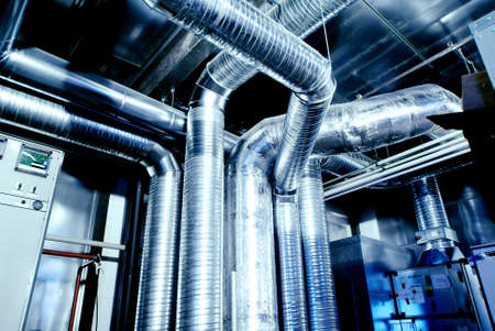 Lüftungsrohre aus einer Klimaanlage