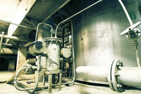 turbina de vapor: Zona industrial, tuberías de acero, válvulas y bridas