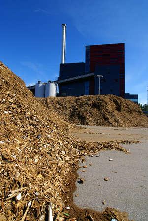 biomasa: planta de energía bio de almacenamiento de combustible de madera Foto de archivo